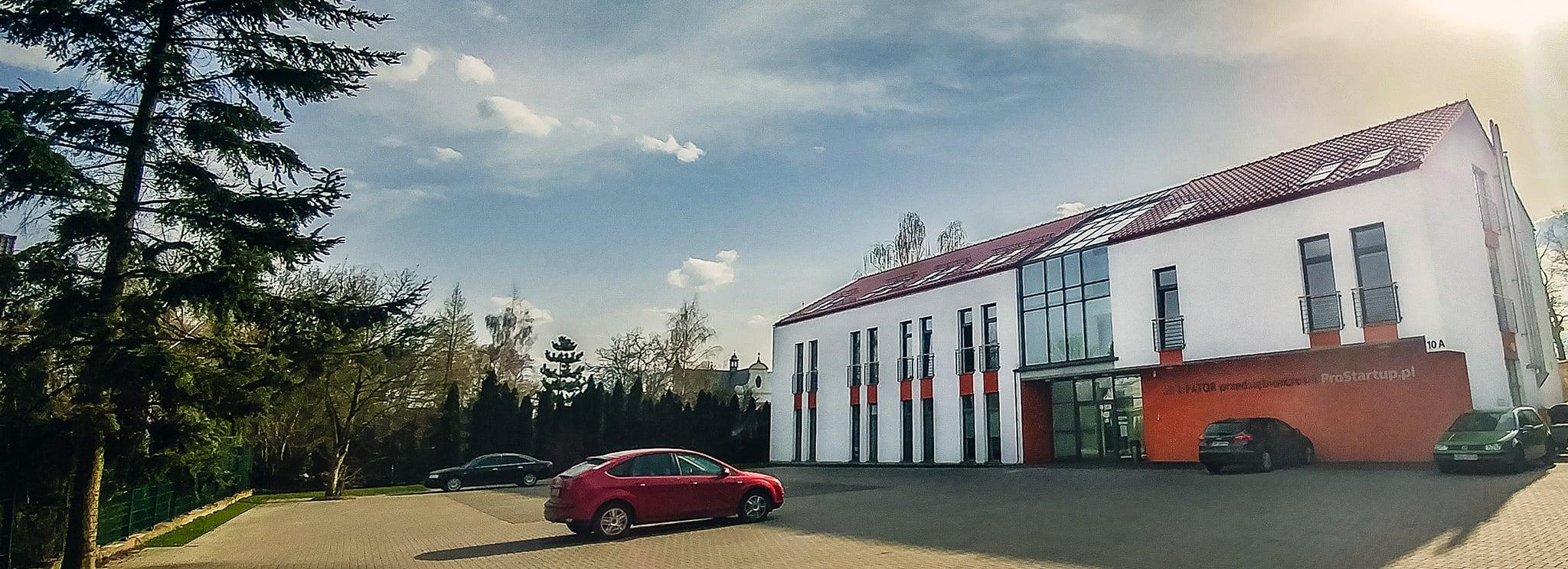 Kanaan nowy budynek front